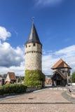 导致城堡的一部分的原始的吊桥塔 图库摄影