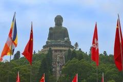 导致大菩萨, Po林佛教徒修道院,香港雕象的台阶  免版税库存照片