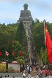 导致大菩萨, Po林佛教徒修道院,香港雕象的台阶  库存照片