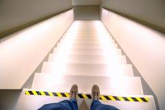 导致或下来与明亮的光的楼梯 免版税图库摄影