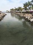 导致海的运河在Puerto在大加那利岛的de Mogan 免版税库存照片