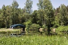 导致湖的一个小海岛的桥梁美丽的景色 HDR图片 免版税库存图片