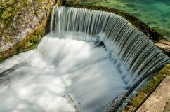 导致瀑布06的半圆水坝 库存照片