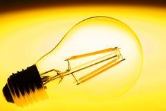 导致的电灯泡 库存图片