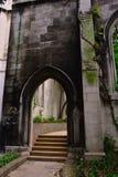 导致老哥特式被破坏的教会的台阶 库存照片