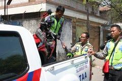导致警察摩托车事故 免版税图库摄影