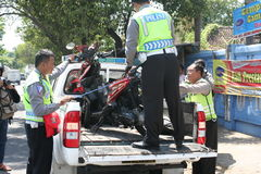 导致警察摩托车事故 库存照片