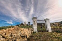 导致陵墓的门在Palasca在科西的Balagne地区 免版税库存图片