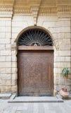 导致Bayt AlSuhaymi,一个历史的房子,开罗,埃及的门 库存图片
