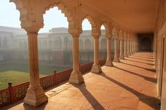 导致Diwan-i- Khas & x28的柱廊走道; 私有奥迪的霍尔 免版税库存图片