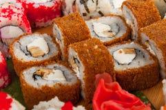 寿司卷在一个木板概念分类了:交付 免版税库存照片