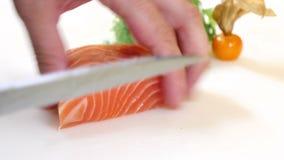 寿司厨师切一个鲑鱼排Nigiri样式 影视素材