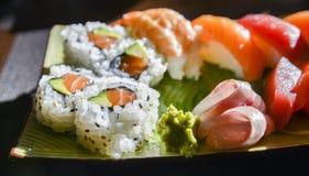 寿司和生鱼片集 免版税库存图片