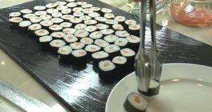 寿司在板材服务的劳斯在日本餐馆 影视素材