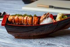 寿司小船用虾 免版税库存图片