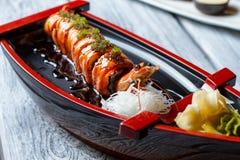 寿司小船用虾 免版税图库摄影