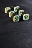 寿司用黄瓜和芝麻 免版税库存图片