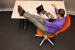 寿司食者在工作在办公室 免版税图库摄影