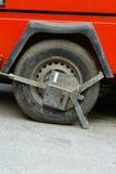封锁的汽车被夹紧的轮子 免版税图库摄影
