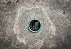 封锁的街道排水管 免版税图库摄影