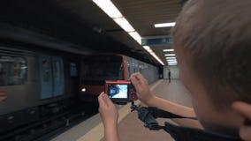 射击一列移动的火车 股票录像