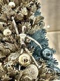 射击一棵装饰的圣诞树 库存照片