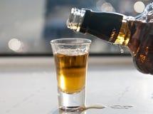 射击威士忌酒 免版税图库摄影