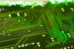 射击, defocused光纤的绿色电路板关闭 库存照片