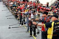 射箭竞争的人们 免版税库存照片