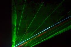 射线绿色激光 免版税库存照片