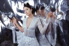 射击一名未来派年轻亚裔妇女 免版税库存图片