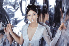 射击一名未来派年轻亚裔妇女 免版税库存照片