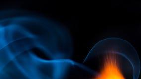 射击与烟的火焰并且射击在黑背景copyspace 免版税库存照片