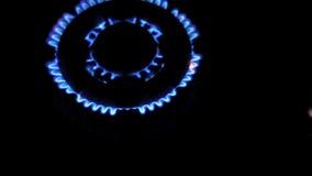 射击在厨房煤气炉 股票视频