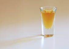 射击威士忌酒 免版税库存照片