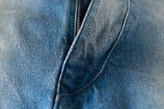 射击拉链的蓝色接近的牛仔裤 库存照片