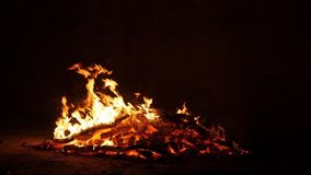 射击灼烧的火焰在街道Novruz Bayram 影视素材