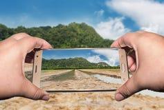 射击的图象拍摄与智能手机,裁减路线 免版税图库摄影