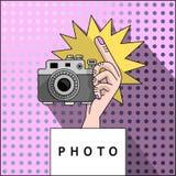 射击的手在照相机 免版税图库摄影