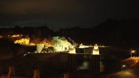 射击胡佛水坝和电驻地在晚上 股票视频