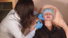 射击介绍补白的过程入周长妇女` s面孔 影视素材