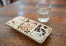 射击mezcal和sal de gusano,传统墨西哥饮料 免版税库存照片