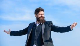 将来的成功 确信对他的选择 男性正式时尚 有胡子的成熟行家 残酷白种人行家 免版税库存图片