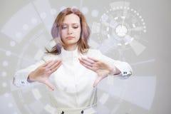 将来的技术 妇女与未来派一起使用 免版税库存照片