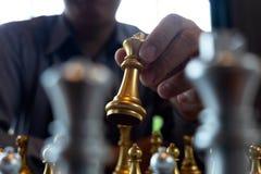 将死手特写镜头照片在一杆棋枰的在下棋比赛期间企业胜利战略的概念赢得intellige 库存例证