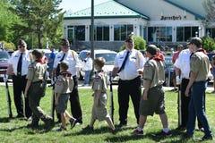 尊敬退伍军人的童子军 库存图片