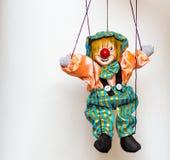 小丑在明亮的背景的木偶玩具 库存图片