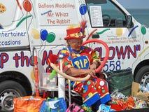 小丑气球艺人 免版税库存图片