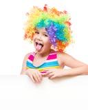 小丑的女孩拿着空白的横幅 库存照片