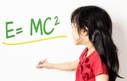 小中国女孩学会公式的 免版税库存图片
